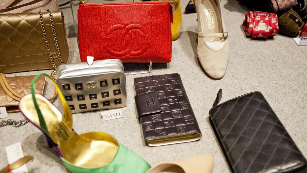 JAKTEN PÅ DEN PERFEKTE CHANELVESKEN: Vi er mange som sikler etter en Chanel 2.55 i knall rødt, eller en annen designerklassiker, men de er ofte litt for dyre, og derfor er det genialt å kjøpe den brukt.    Foto: Sara Johannessen