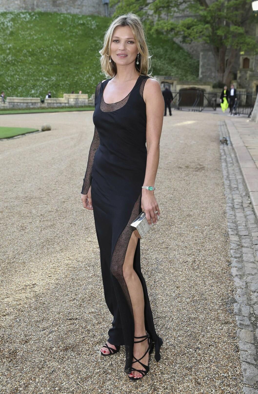 TJENER OVER 55 MILLIONER PUND: Siden hun ble oppdaget for 26 år siden, er Kate Moss verdens mest betalte supermodell, ifølge The Times. Her er hun på fest på Windsor slott, iført kjole fra Ralph Lauren. Foto: REX/All Over Press
