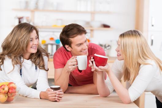 TID MED VENNER: Det å tilbringe tid sammen med mennesker som får deg til å føle deg bra kan styrke både selvfølelsen og selvtilliten din. Foto: contrastwerkstatt - Fotolia