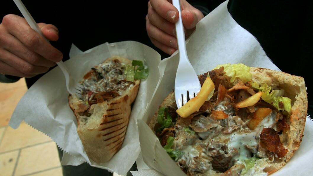SULTEN: Når vi drikker alkohol blir vi ofte veldig sultene på vei hjem fra byen, og ender derfor fort opp med en fet kebab eller en hamburger. Hva kommer egentlig denne plutselige sulten av?