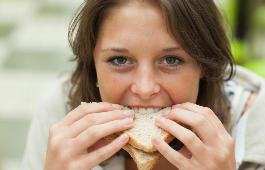 6 BRØDSKIVER: Ifølge eksperten kan en gjennomsnittskvinne fint spise seks brødskiver i løpet av en dag.