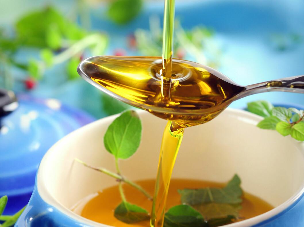 VIKTIGE FETTSTOFFER: Litt olivenolje hver dag kan gi deg viktige fettstoffer kroppen trenger.