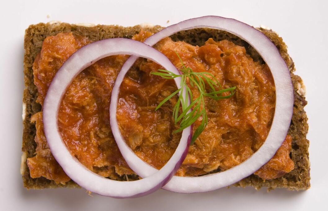MAKRELL I TOMAT: Makrell i tomat er faktisk noe av det sunneste du kan ha på brødskiva og tilfører rikelig med omega-3 fettsyrer.