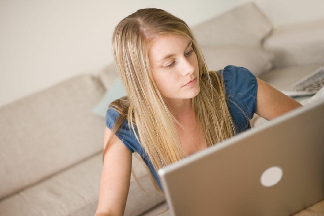 BEGRENSE TIDEN PÅ SOSIALE MEDIER? Forskerne fant at jo mer tid studiedeltakerne brukte på Facebook, jo dårligere kroppsbilde fikk de. Foto: Angus - Fotolia