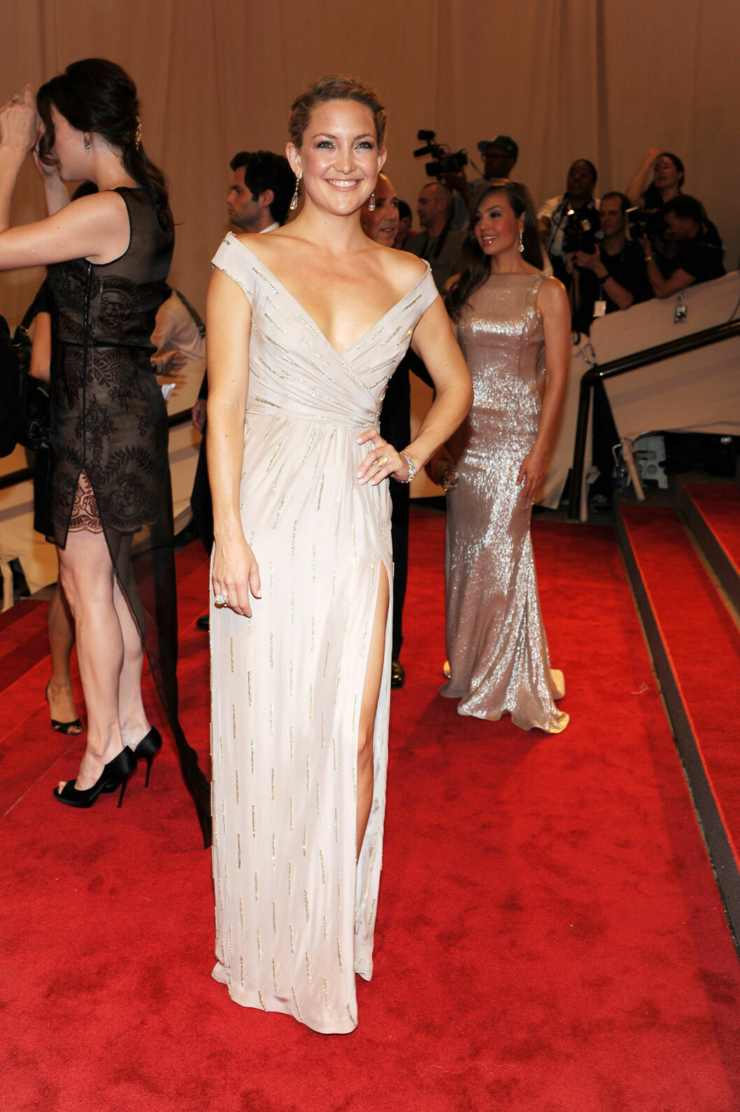 <strong>KATE HUDSON:</strong> Skuespillerinnen bar en hudfarget kjole med strass fra Stella McCartney i 2010. Foto: All Over Press