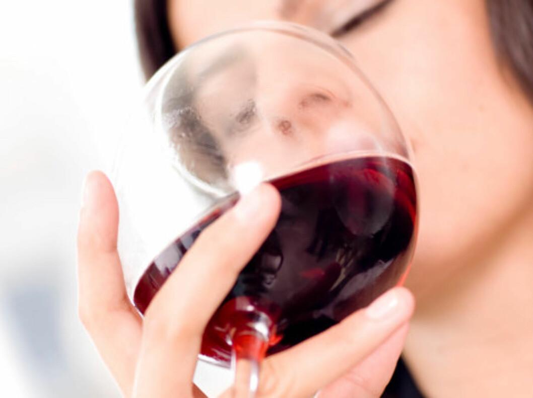 RØDVIN: Rødvin er en av de tingene som kan trigge kraftig hodepine hos personer med migrene.  Foto: Thinkstock.com