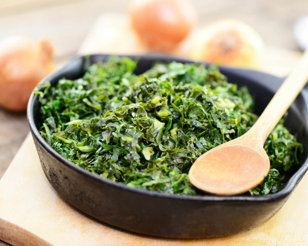 <strong>SPIS MER:</strong> Grønnkål, og andre fargesterke bladgrønnsaker, er noe du definitivt bør ha mer av på menyen om du ønsker å øke inntaket av magnesium. Foto: Printemps - Fotolia