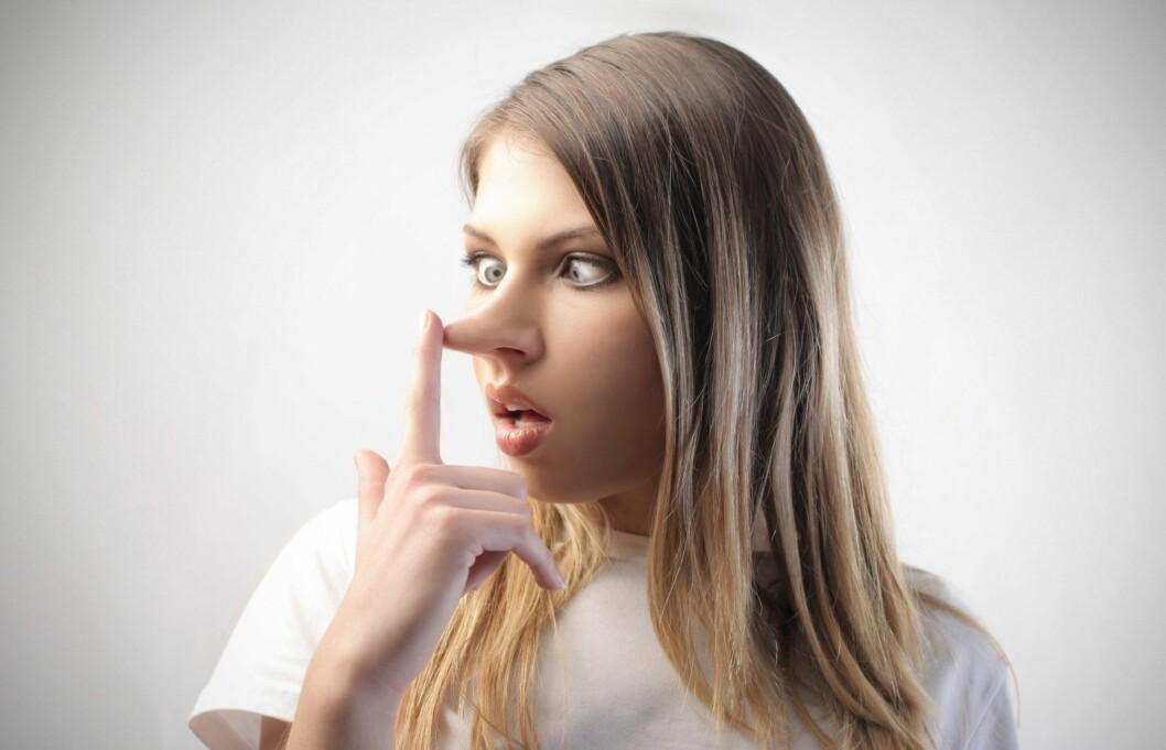 LYVER FLERE GANGER OM DAGEN: De fleste av oss lyver flere ganger om dagen.  Foto: Thinkstock