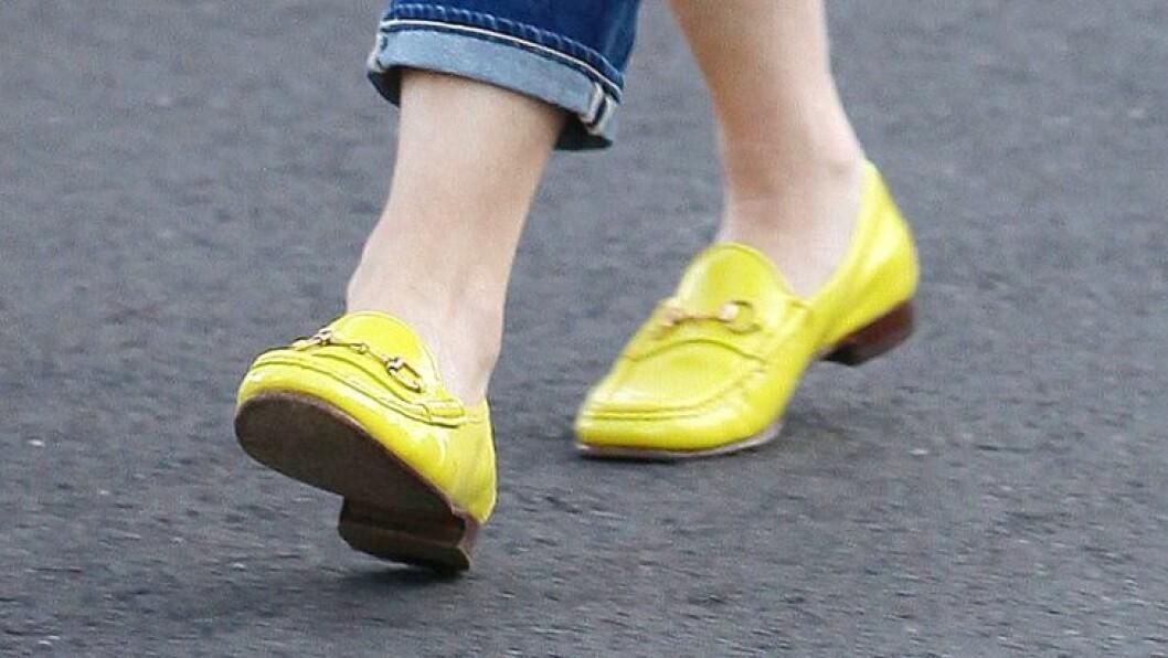 KLAMT: Å gå barbeint i klamme sko er ikke akkurat særlig behagelig. Ikke bare vil du få klamme, svette og illeluktende føtter, men du utsetter deg også for gnagsår, og ikke minst fotsopp. Foto: REX/Broadimage/All Over Press