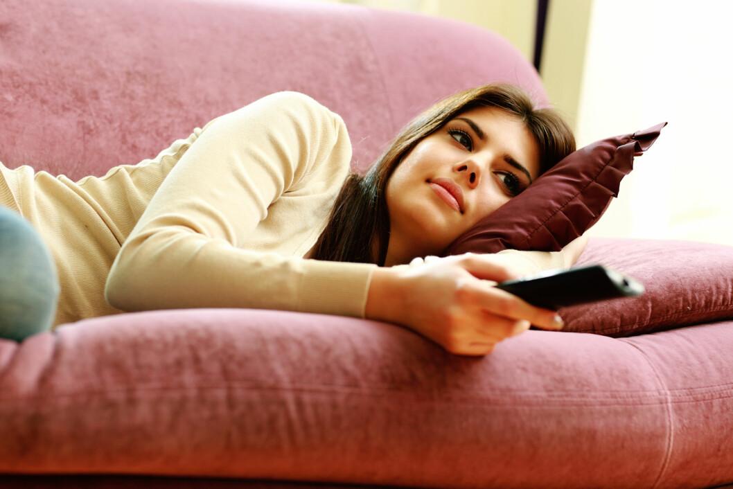 INNTA SOFAEN: Det stemmer, for å få mer ut av treningen gjelder det å ta en pause en gang i blant - det betyr at det absolutt er lov til å innta sofaen med god samvittighet.  Foto: vadymvdrobot - Fotolia