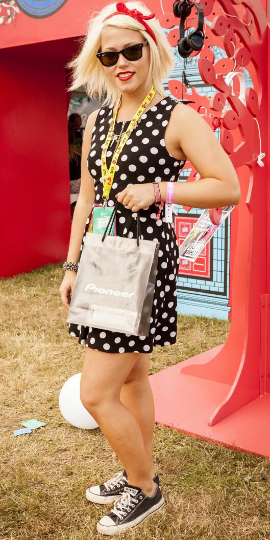 CONVERSE: Kanskje en av de største favorittene på sommeren. Her ser du Amelia Lily Oliver. Foto: REX/AKEM Photos/All Over Press