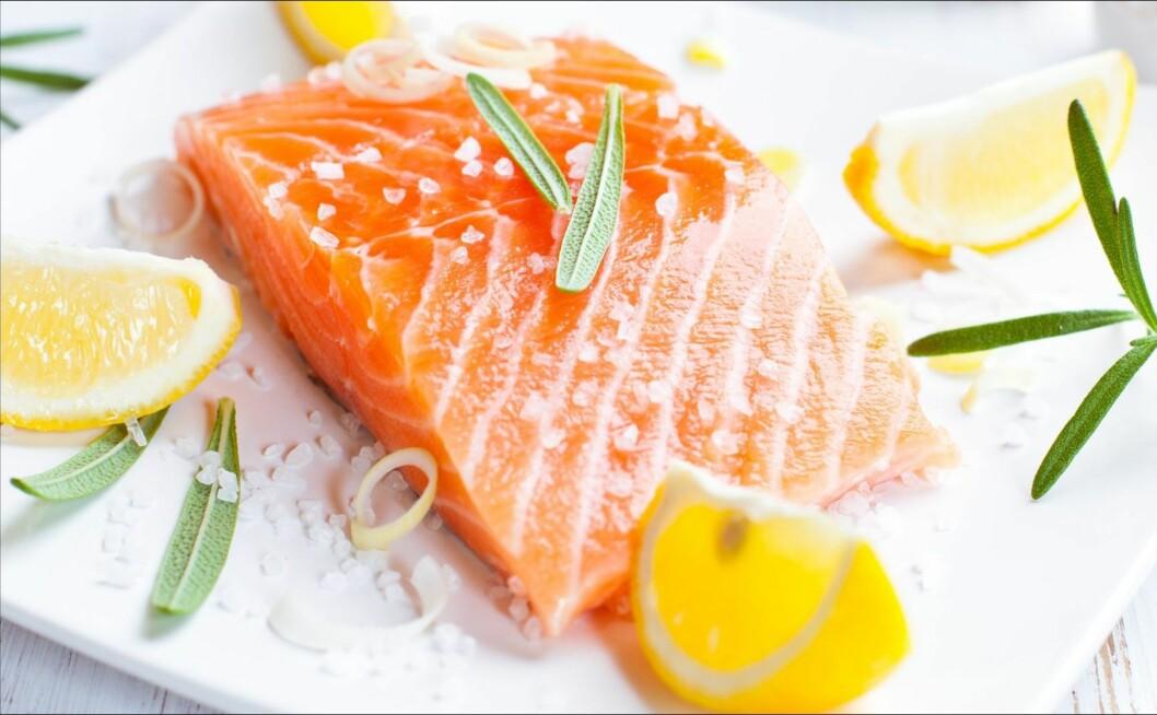 IKKE FOR MYE, IKKE FOR LITE: Laks er en viktig kilde til omega 3 og du bør fortsette å spise den fete fisken. Bare ikke oftere enn to ganger i uken Foto: Thinkstock.com