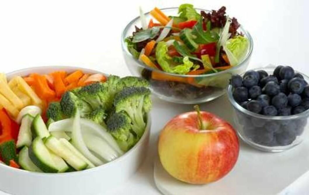 <strong>FEM OM DAGEN:</strong> Her ser du mengden frukt og grønt som tilsvarer fem om dagen.  Foto: Helsedirektoratet/Synnøve Dreyer