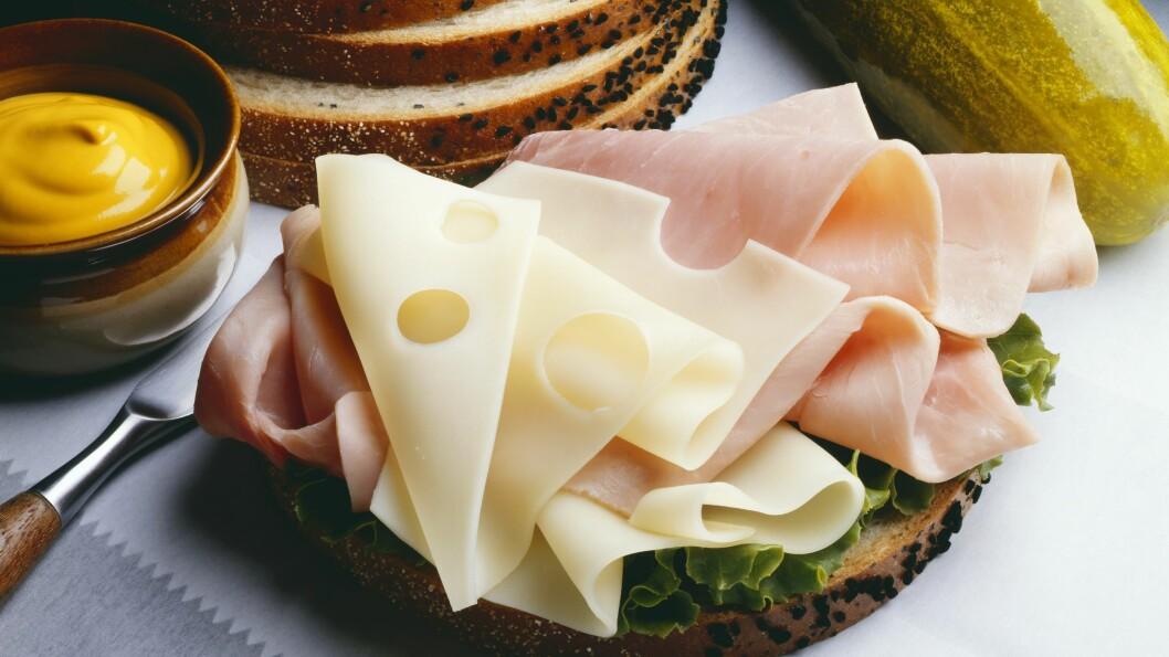 <strong>PÅLEGG:</strong> Spiser du en del brødmat, kan det være lurt å tenke gjennom hva du har på. Foto: All Over Press