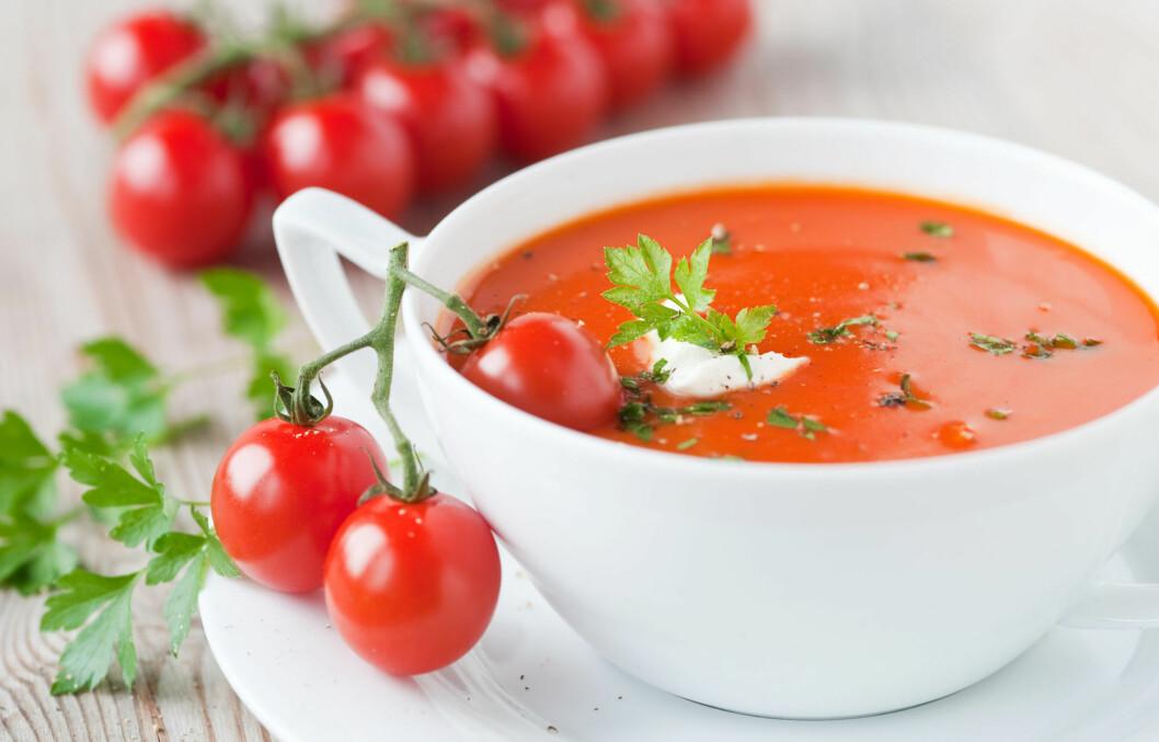 IKKE NOK ALENE: Tomatsuppe inneholder ikke så mye energi i seg selv, det kan derfor være lurt å spise med noen brødskiver ved siden av.  Foto: emmi - Fotolia