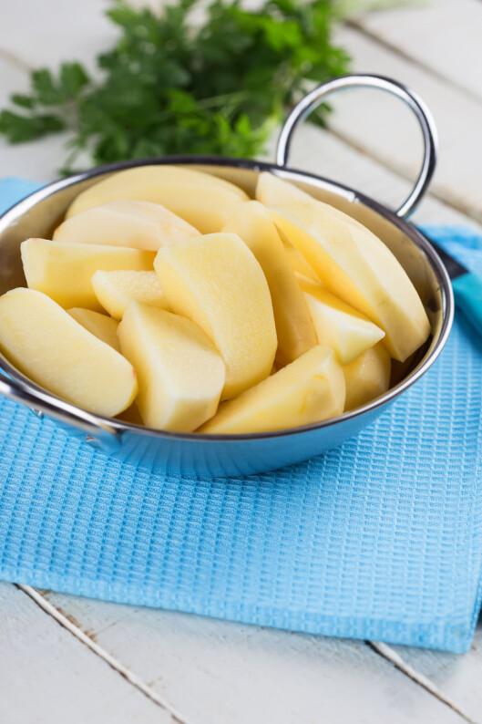UTEN SKALL? Da er ikke potetene like næringsfulle.  Foto: daffodilred - Fotolia