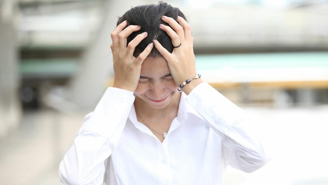 HJERNESLAG: Selv om svært mange vet hvor viktig det er å tilkalle hjelp ved et slag, er det svært mange som ikke kjenner til de vanligste symptomene. Foto: bankerwin - Fotolia
