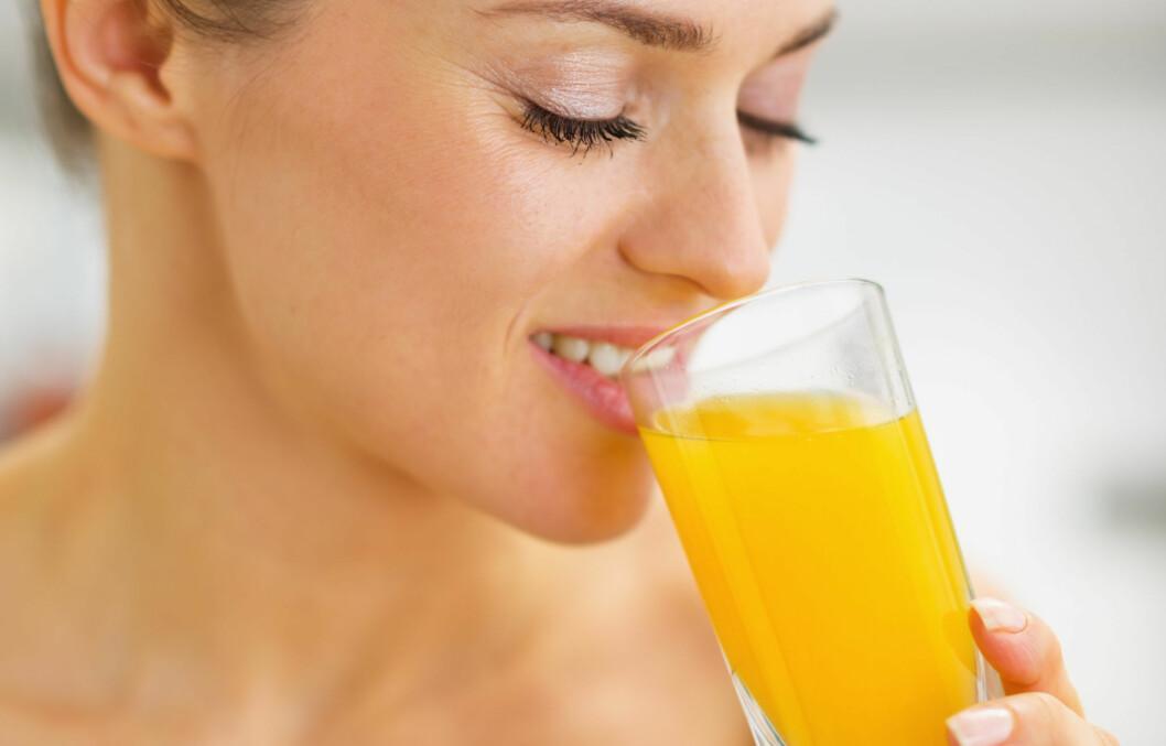 JUICEAVHENGIG?: Sjekk grunnene til at du bør redusere juicedrikkingen. Foto: Alliance - Fotolia