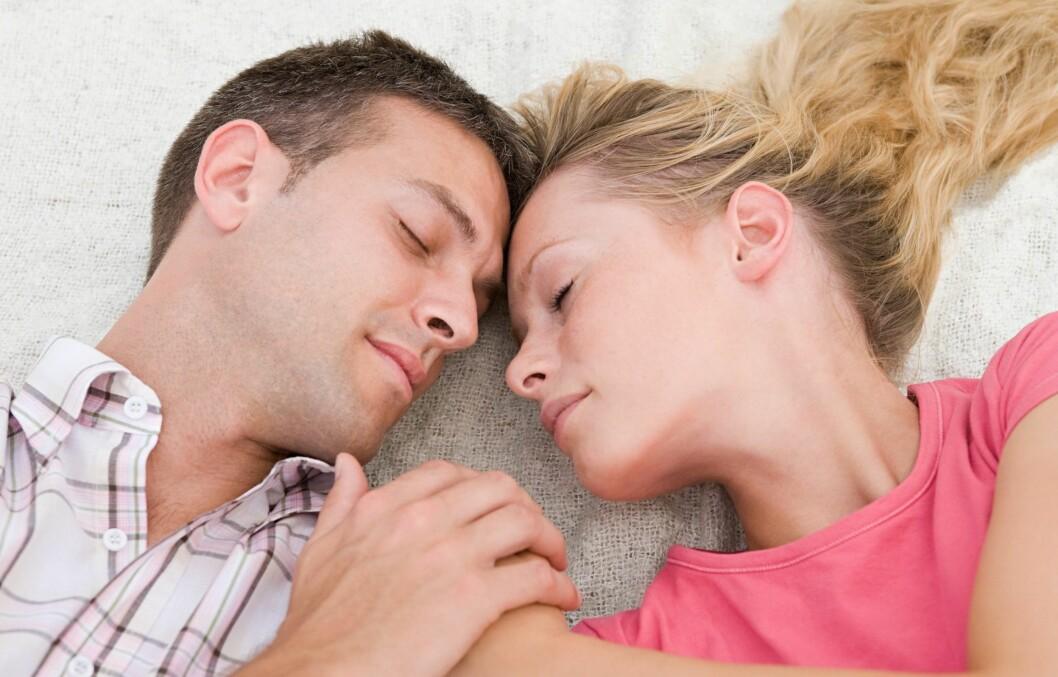 GLAD I HVERANDRE: Om dere har lite eller mye sex, trenger ikke nødvendigvis ha så mye å si for forholdet, hvis det er det dere begge vil. Intimitet er viktigere, ifølge eksperten.  Foto: Image Source