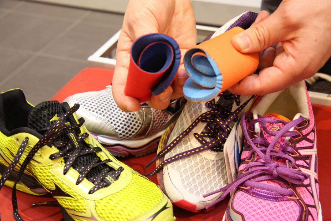 SÅLER: De som følger med skoen er gjerne bare laget av skumgummi og skal forhindre fote og sokken din fra å skli. FOTO: Tone Ruud Engen