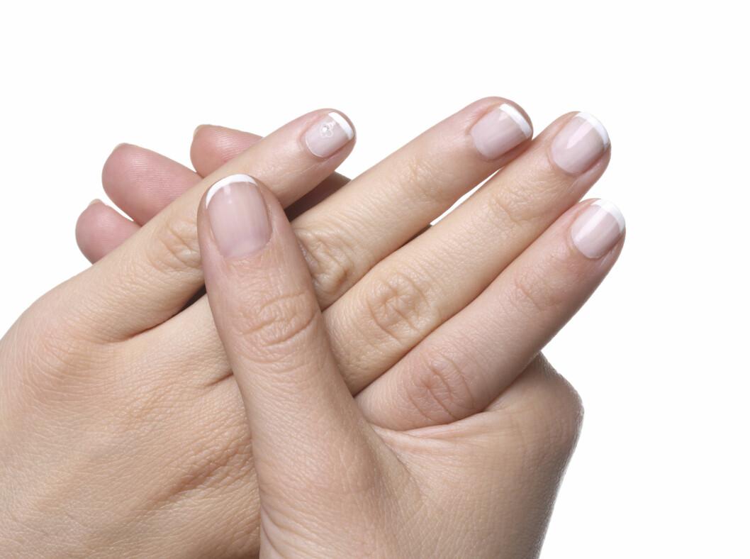 VELG SKÅNSOM FJERNER: Da får du både sunnere negler og neglelakk som sitter penere lenger.  Foto: Thinkstock