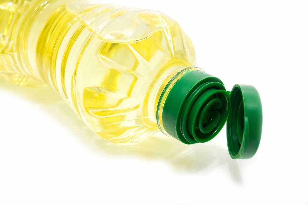 UNNGÅ PALMEOLJE: Palmeolje er en kilde til den kolesteroløkende, mettede fettsyren palmitinsyren. Brukes det mye denne oljen i produktet vil innholdet av mettet fett gå opp.  Foto: thegiffary - Fotolia