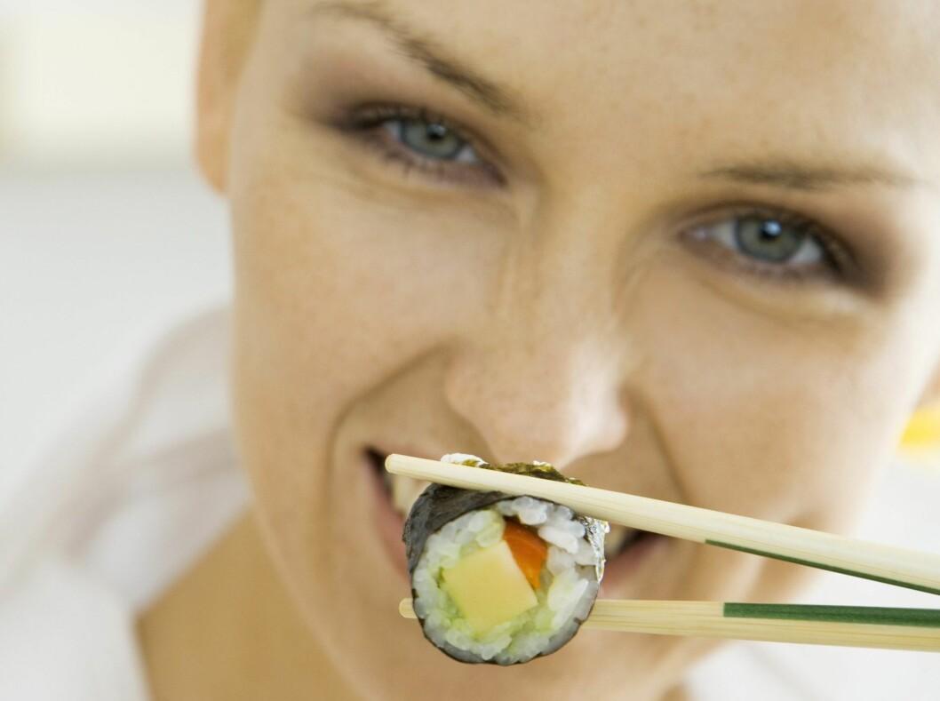 <strong>MANGE FORDELER:</strong> Sushi er selvfølgelig ikke bare negativt. Dette er en flott måte å få i seg omega-3 fra fersk og rå fisk. Velg sushibiter som består av lite ris, mye rå fisk og grønnsaker. Foto: Colourbox