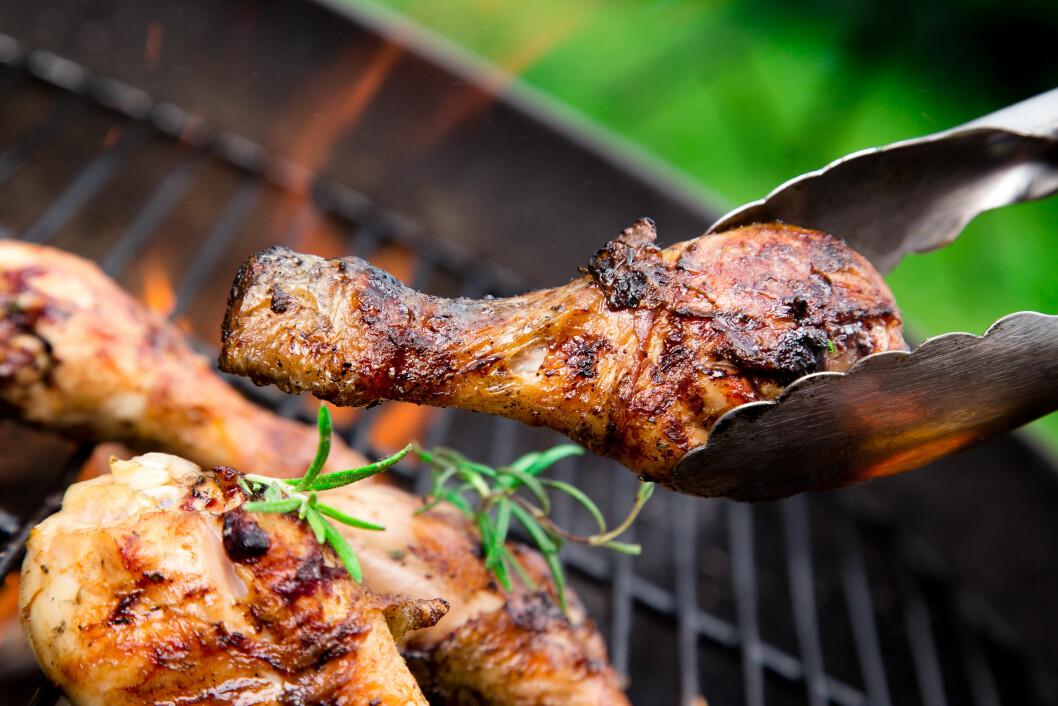 IKKE LA KJØTTET BLI SVIDD: Det er spesielt svidd mat som utgjør den største risikoen.  Foto: Kesu - Fotolia
