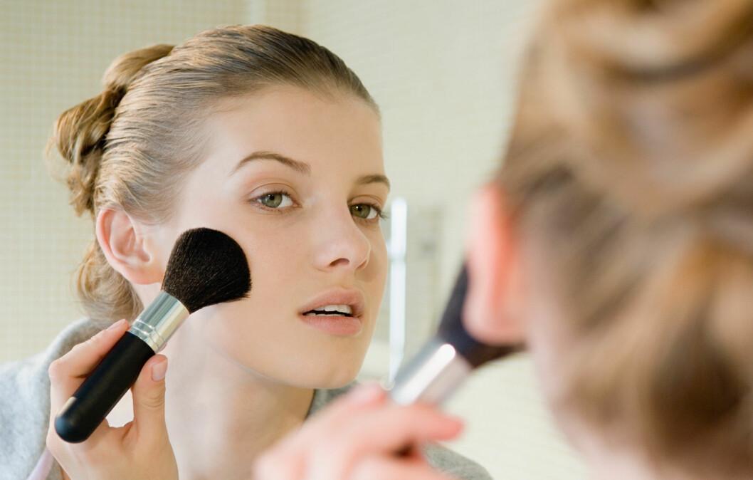 MER VÅKEN? Du kommer langt med maskara, rouge og lipgloss! Foto: Image Source