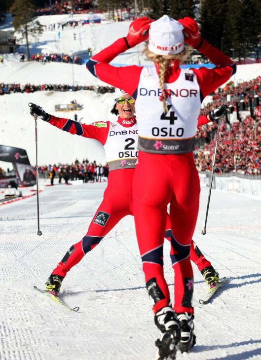 VELTRENTE: Her ser du Therese Johaug (med ryggen til) og Marit Bjørgen under ski-VM i Oslo i 2011.  Foto: ALL OVER PRESS