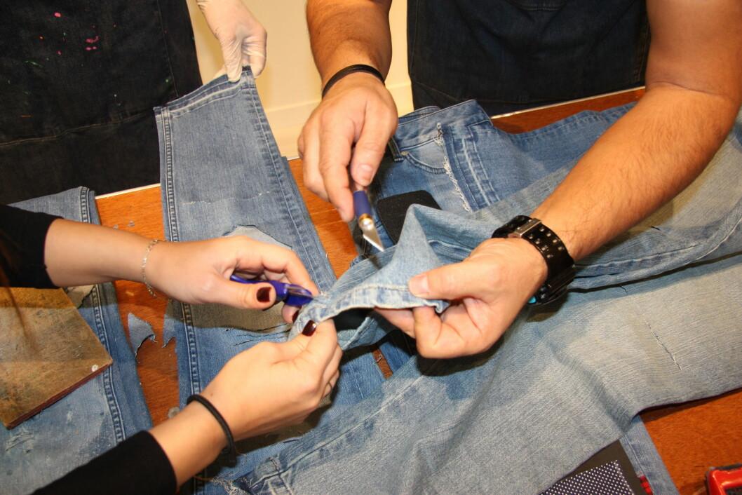 Fortsett å fjerne tråden med en saks og eventuelt en skalpell. Foto: Stine Therese Strand