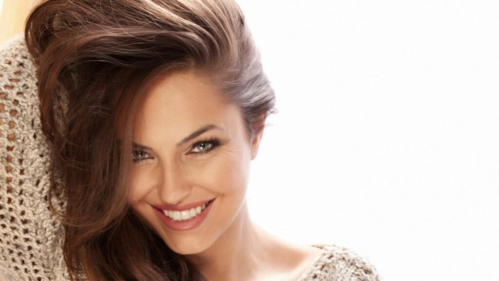 VOLUM: Det finnes en rekke tips for å fikse på flatt og livløst hår. Få fart på volumet med tipsene i denne saken. Foto: pawelsierakowski - Fotolia