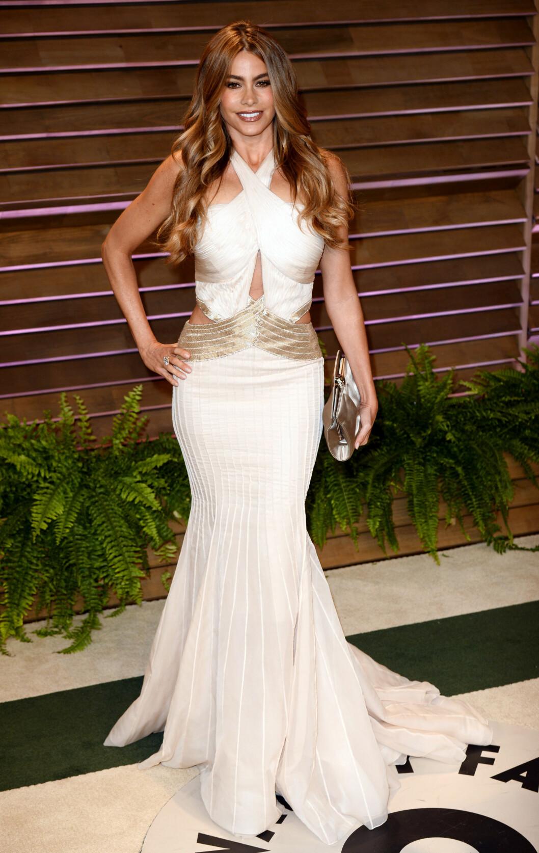 Sofia Vergara hadde valgt en kjole som rett og slett ble litt mye... Foto: REX/David Fisher/All Over Press
