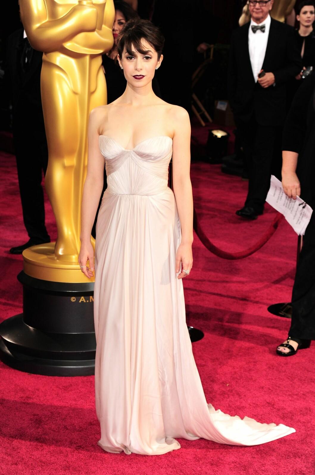 Cristin Milioti hadde valgt en kjole som var for stor i bysten, og den dramatiske sminken gjorde at hun så ekstra blek ut.  Foto: All Over Press