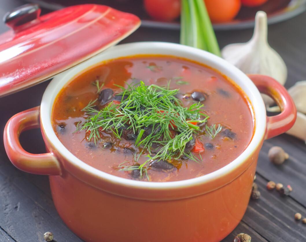 LAG MER MAT SELV: Ferdigprodusert mat er en av de største kildene til salt. Ernæringsfysiologen anbefaler derfor at du lager mer mat selv.  Foto: tycoon101 - Fotolia