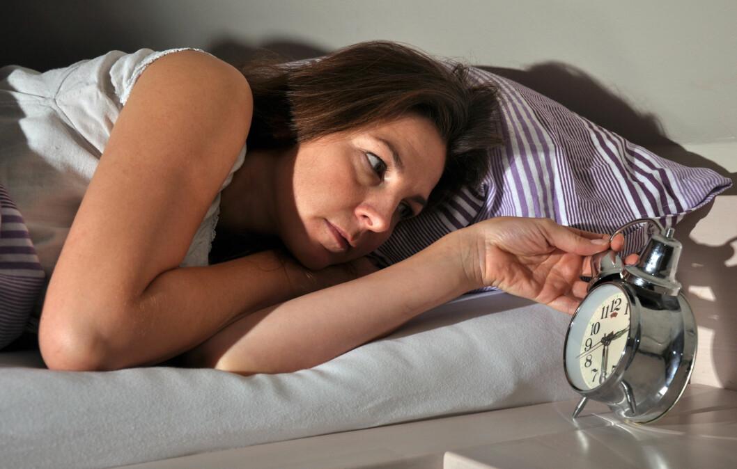 SØVNPROBLEMER: Pleier du å våkne opp midt på natten og ikke få sove igjen? Sjekk ut hvordan du kan få en god natts søvn med tipsene under.  Foto: Dan Race - Fotolia