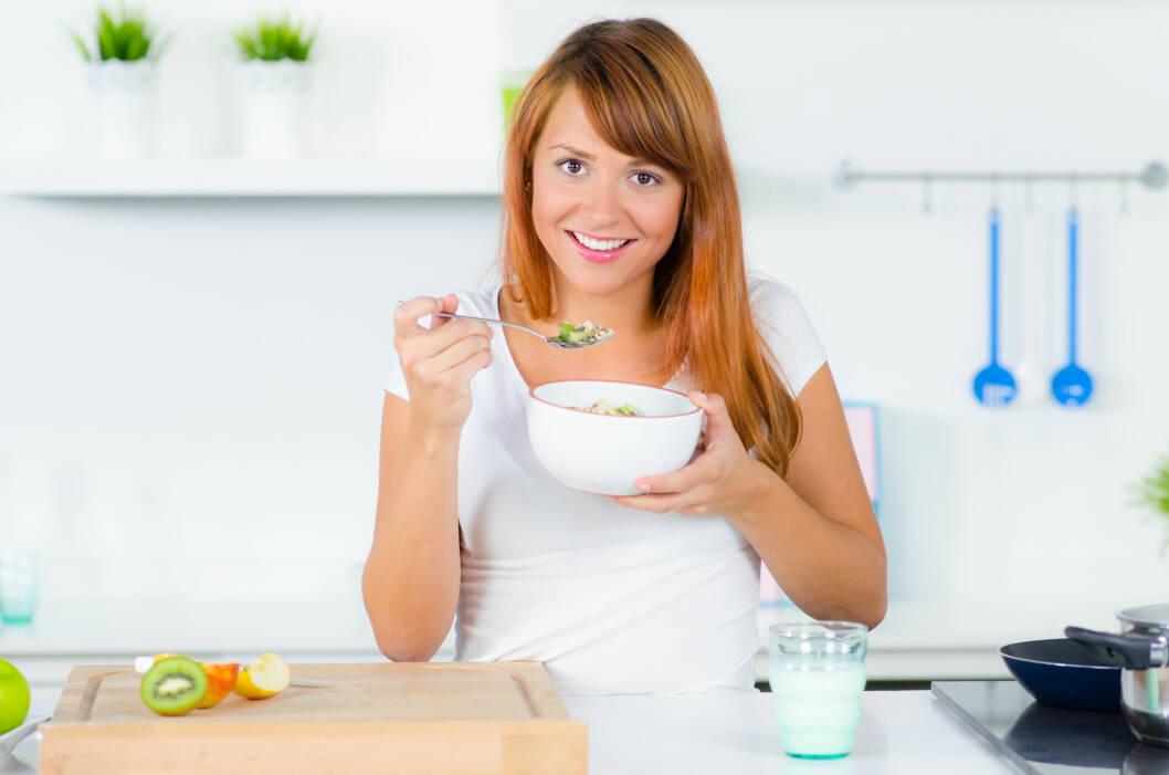 PLANLEGG MÅLTIDENE DINE: Lag en klar plan over måltidene dine - altså HVA du skal spise og NÅR du skal spise det. Skal du spise middag med din kjære, så bestem deg for hva dere skal lage og hvor stor porsjon du skal ta FØR du starter med matlagingen.  Foto: Picture-Factory - Fotolia