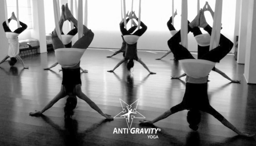 ANTIGRAVIDY YOGA: Her skal du trene yoga med et silkebånd som henger i taket.  Foto: ELIXIA