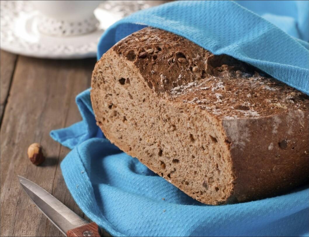 TA VARE PÅ HJERTET DITT: Studier har blant annet vist at fullkornsbrød kan senke det dårlige kolesterolet.  Foto: Thinkstock