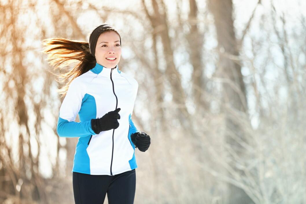 SKADER: Risikoen er stor for at du kan overbelaste eller strekke en muskel når du trener ute i kulda. Dette skyldes at musklene våre strammer seg når det er kaldt.  Foto: Maridav - Fotolia