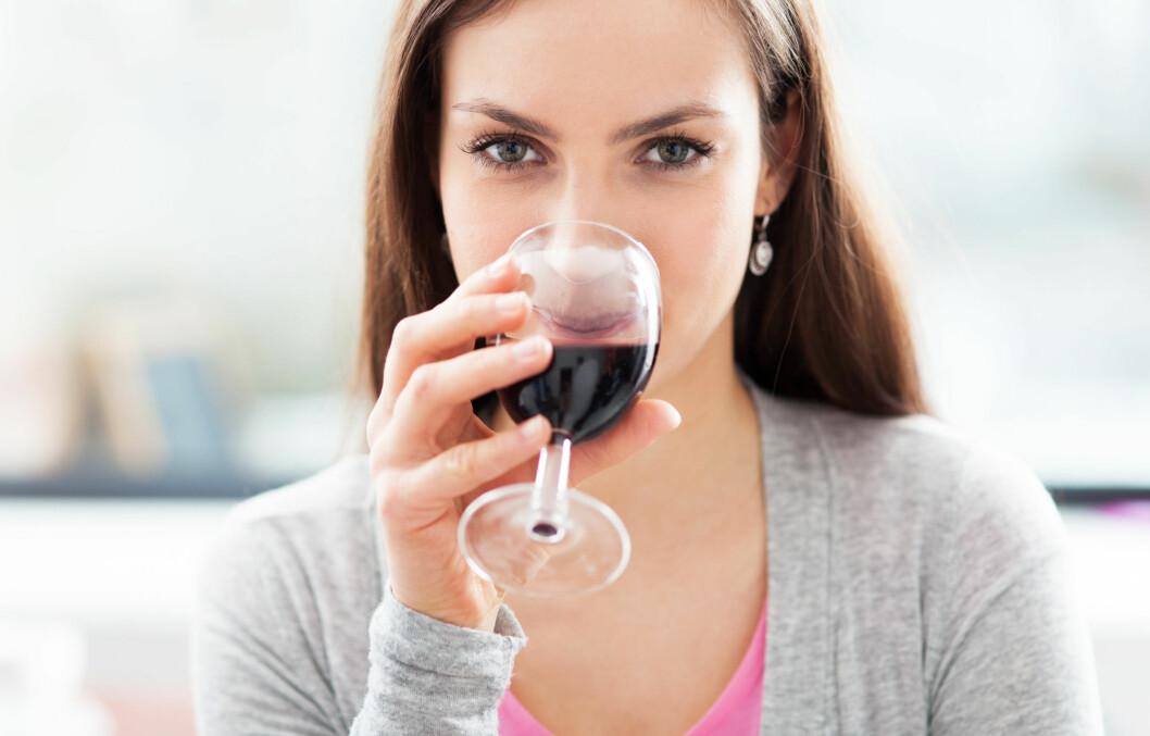 BRA FOR SYNET: Rødvin inneholder antioksidanten resveratrol. Denne har positiv effekt på synet vårt og kan motvirke øyesykdommer.   Foto: Edyta Pawlowska - Fotolia