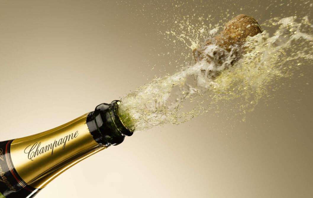 IKKE HELT SLIK. Les artikkelen under, så unngår du at champagnen flommer i ukontrollerte retninger. Foto: All Over Press
