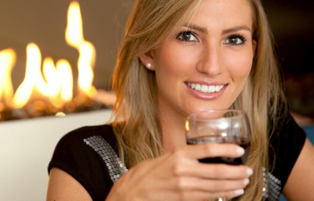 ALKOHOL: Det finnes mange myter når det gjelder alkohol, men det er faktisk enkelte som stemmer. Sjekk hvilke lenger ned i saken.  Foto: Fotolia