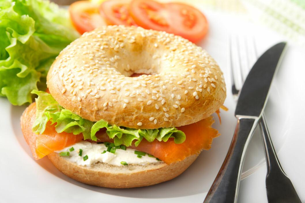 BAGELS: Godt? Ja! Kaloririkt? Ja! Det er god grunn til å spare bagels til helgene, hvor du skal kose deg litt ekstra.  Foto: frisotop - Fotolia