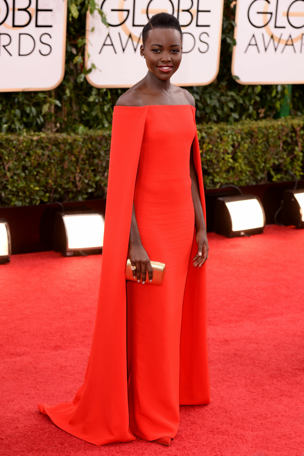 FLOTT: Nyong'o så fantastisk ut i denne nydelige Ralph Lauren-kjolen på årets Golden Globes.  Foto: REX/David Fisher/All Over Press
