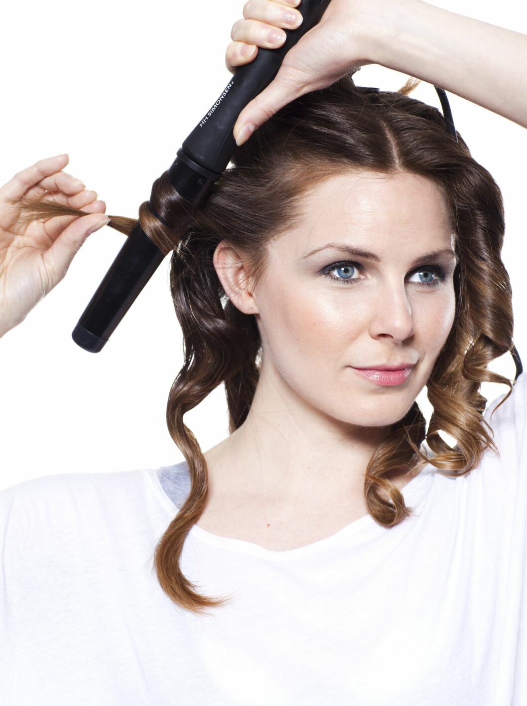 SKADELIG: Selv om varmeverktøy er skadelig for håret, er det måter å gjøre krøllingen mer skånsom på. Ferre seksjoner er én av dem.  Foto: Astrid Waller