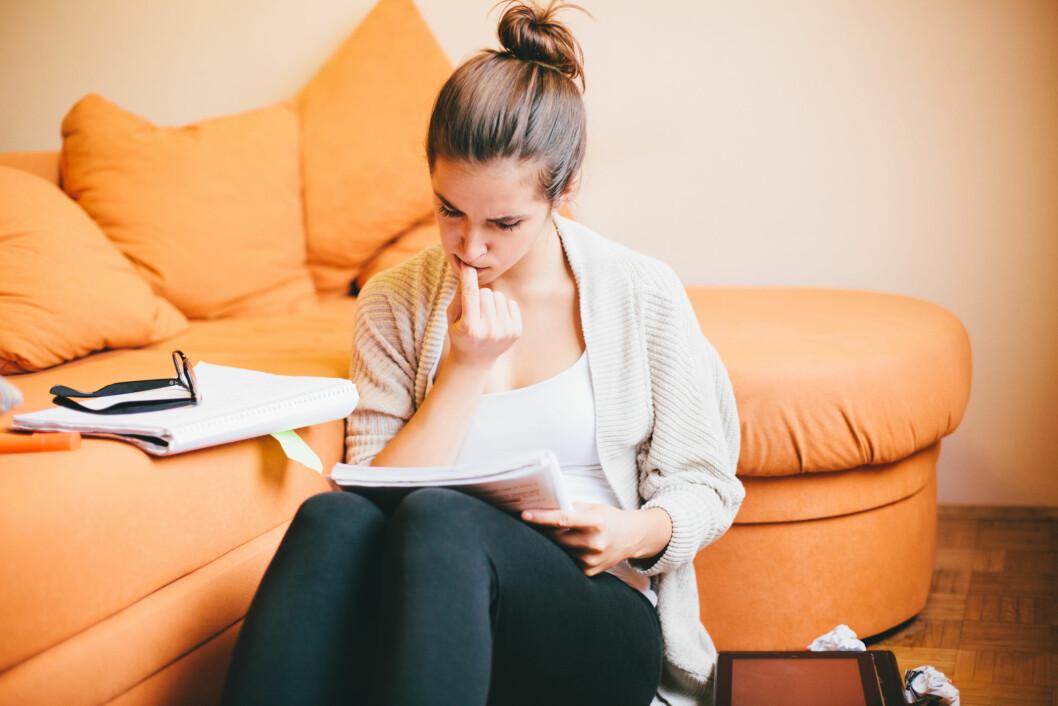 STRESS: Mange begynner å bite negler så fort de føler seg stresset.  Foto: berc - Fotolia