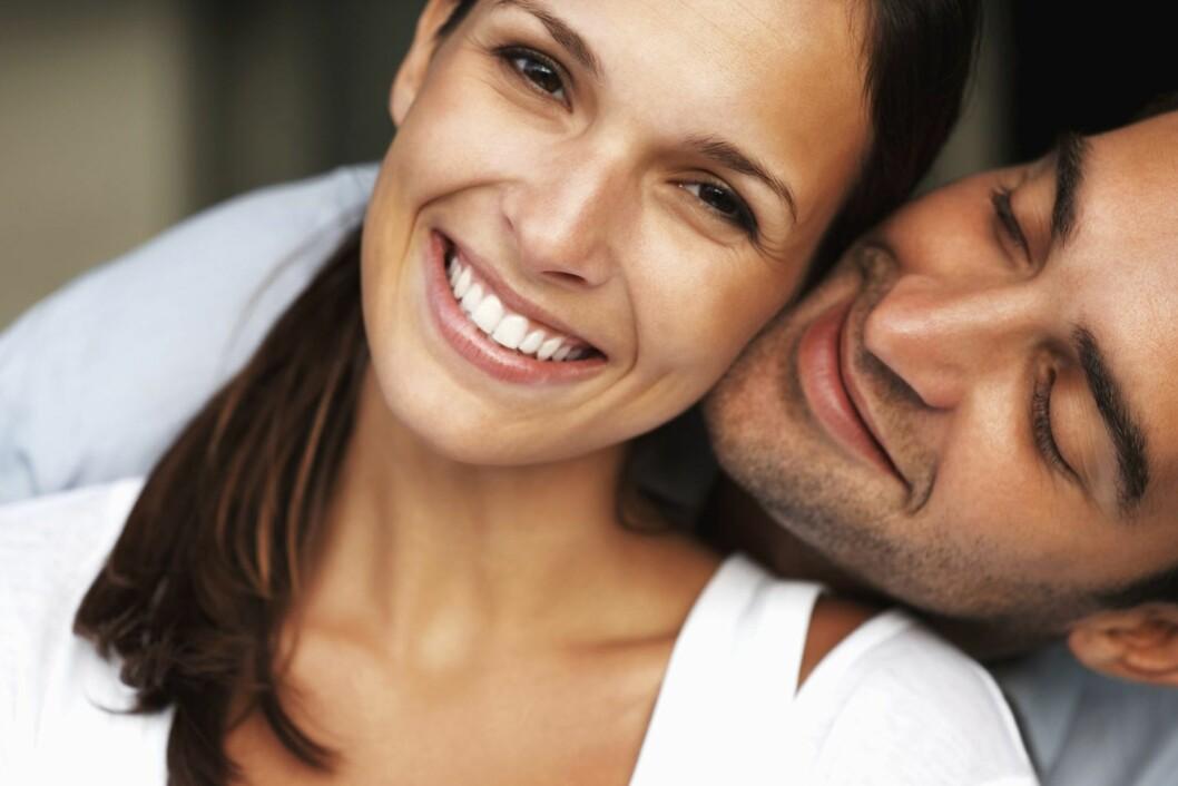 INKLUDER HAN: Det er ofte kvinnene som stresser mest i hverdagen. Ved å inkludere mannen din vil oppgavene gå raskere, i tillegg til at det vil bringe dere litt nærmere.