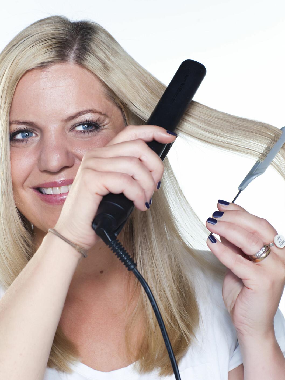 STOPP: Selv for deg med sunt, friskt hår uten store skader bør du ikke bruke varmeverktøy mer enn to-tre ganger i uka, sier ekspertene. Foto: Astrid Waller
