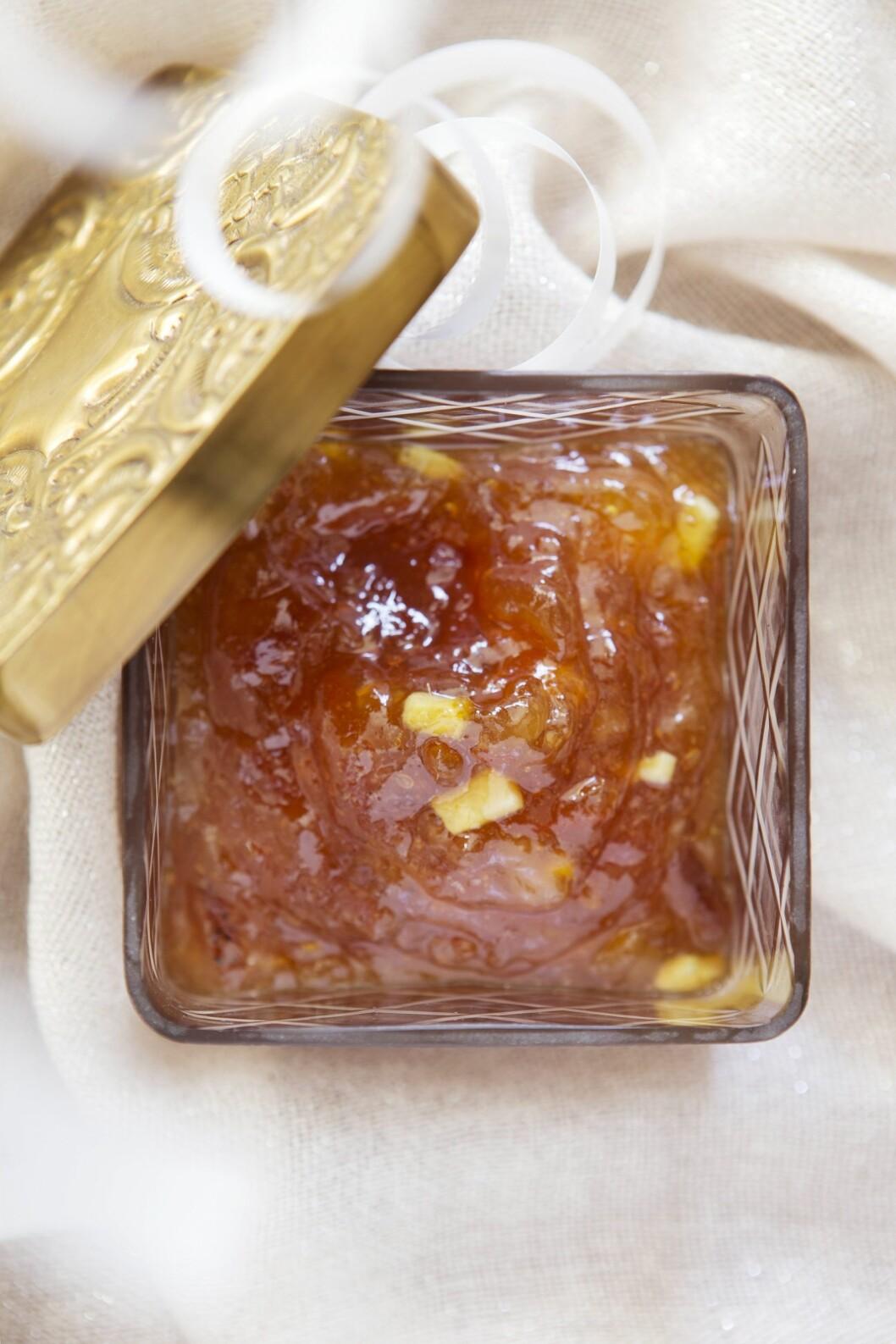 SYLTETØY: Ha marmeladen over i varmt, tett og rent glass som du oppbevarer kjølig! Glasset på bildet er fra homeandcottage.no (kr 220).  Foto: All Over Press Norway